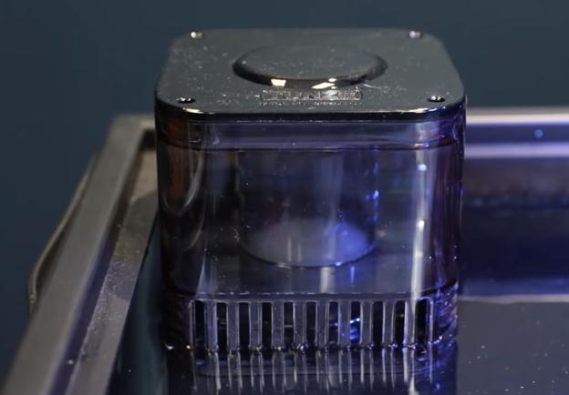 Tunze 9004 skimmer submersed into an aquarium