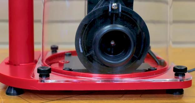 thumb screws on skimmer base